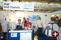 Am riesigen PHP-Stand konnte man sich umfassend über PHP und verwandte Projekte informieren und eine CD mit einer Zusammenstellung von PHP-Software kaufen.