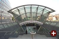 Brüssel, Gare Luxembourg direkt neben dem Parlament (links)