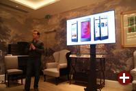 Christian Parrino bei einer Präsentation des Ubuntu Phone