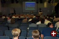 Das Forum bietet pausenlos Vorträge (zusätzlich zu denen in den Tagungsräumen), die meist auf großes Interesse stoßen