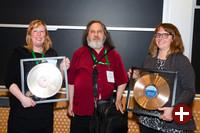Deborah Nicholson, Richard Stallman und Kate Chapman