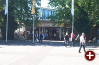 Der Eingangsbereich des LinuxTags am Sonntag Morgen.
