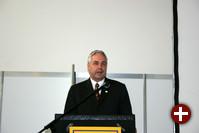 Der Karlsruher Oberbürgermeister Heinz Fenrich bei der Eröffnungsrede