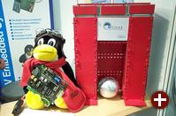 Die Firma reLinux bietet Hardware und Software-Entwicklung im Bereich Automatisierung. Am Stand führte sie eine Steuerung mit rt-Linux vor, die eine Alu-Kugel mit Magneten in der Schwebe hielt. Leider war die Konstruktion hier schon außer Betrieb