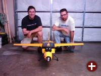 Die Hacker Perkins und Tassey mit der Drohne WASP