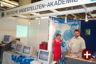 Die Deutsche Angestellten-Akademie bietet Linux-Schulungen an 270 Standorten. Am Stand wurde ein kleines Thin-Client-Netz vorgeführt.