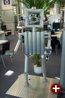 Dieser »Roboter« ist mit zahlreichen Überwachungskameras ausgestattet