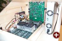 Ein Board mit zwei Cell-CPUs, also zusammen 16 Processing-Elemente oder ein halbes Teraflop Rechenleistung... im Vordergrund ist RAM integriert