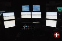 FlightGear/7046GT Demo-Aufbau mit acht Monitoren
