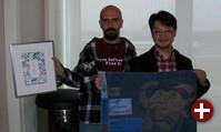 Luis Falcon und Yukihiro Matsumoto mit ihren »Urkunden«