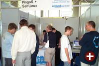 PingoS, das Projekt, das Schulen bei der Benutzung von Linux unterstützt, hatte zusammen mit SelfLinux einen viel beachteten Stand.