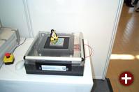 Positionierung mit einer Genauigkeit von 1 Mikometer ermöglicht dieses System der IMMS gGmbH, das von einem Echtzeit-Linux gesteuert wird