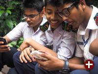 Teenager bei der Nutzung von Webmaker in Dhaka, Bangladesch