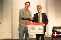 Univention-Geschäftsführer Peter Ganten mit dem ersten Preisträger 2013, Alexander Bertram