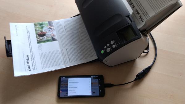 ArchivistaBox auf Smartphone mit angeschlossenem Scanner