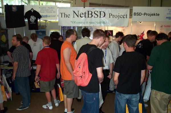 Bildergalerie: Der LinuxTag 2003 - Pro-Linux