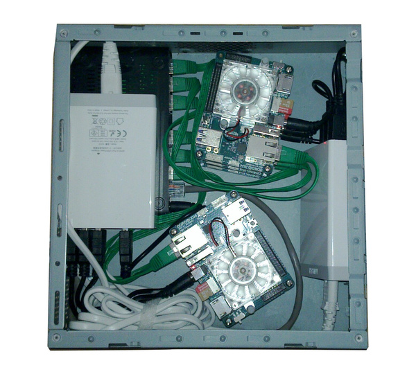 ArchivistaBox-Cluster mit sechs Odroid-Boards